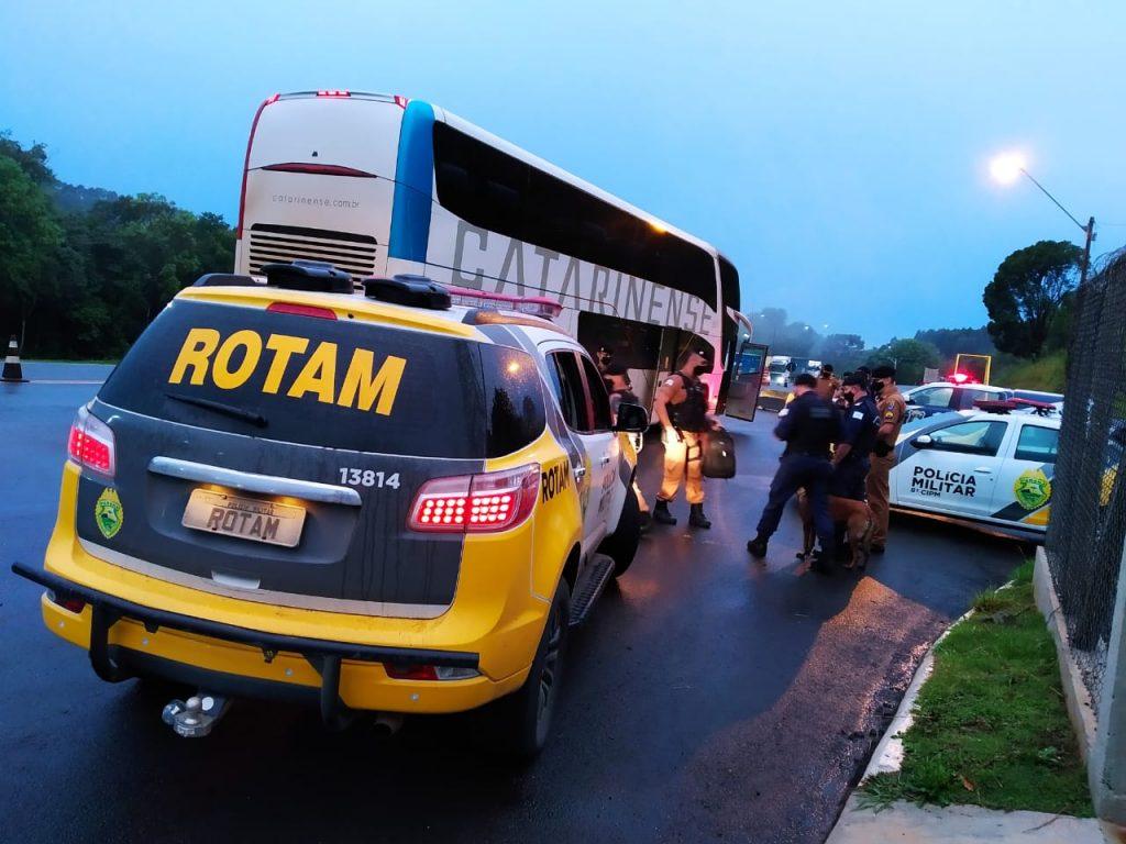 Mais de 300 pessoas e 200 veículos são abordados em operação na região