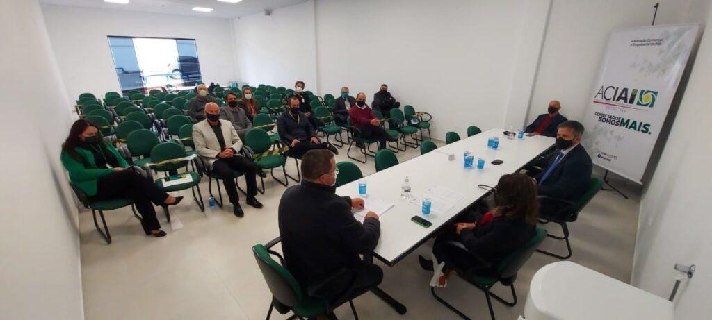 Setor de supermercados e entidades financeiras participam de reunião na Aciai